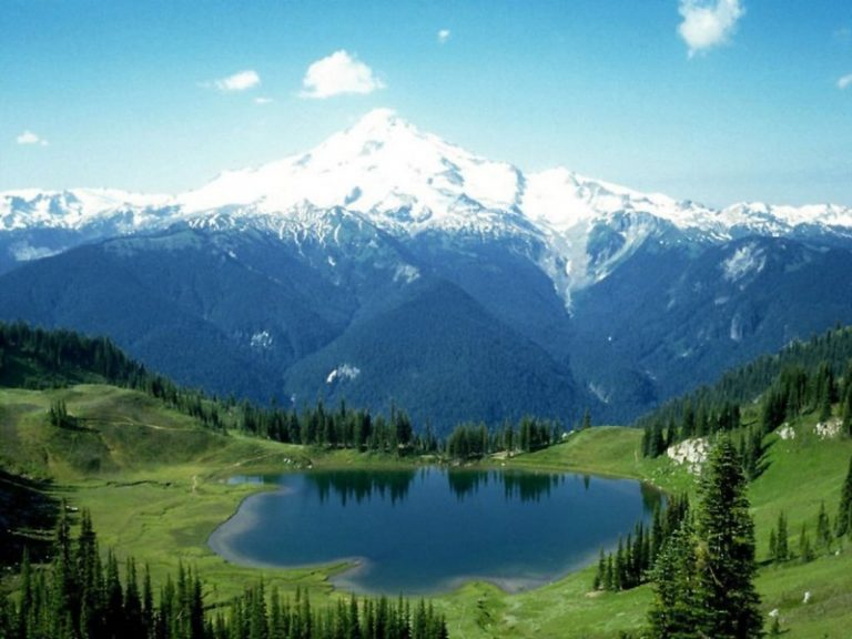 photo image d'un paysage de montagne